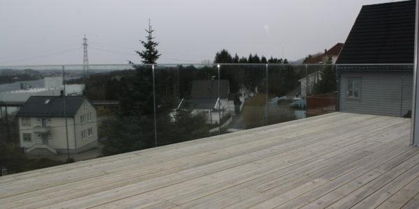Glassrekkverk med punktfeste