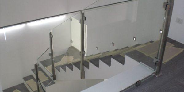 Glassrekkverk med klemer